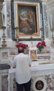 Il quadro raffigurante la Madonna del Piastraio sopra l'altare  all'interno del santuario