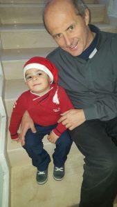 Padre Damiano con un bimbo di nome Antoine