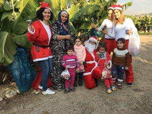 Volontari di 'Oui pour la vie' in visita a una famiglia
