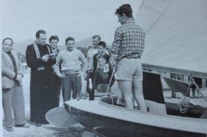 Varo de 'Le due sorelle'. Don Janni Sabucco benedice la barca su cui sta in piedi Angelo